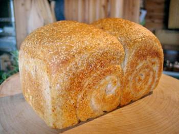 胚芽入り食パン<span>(菜種油・麦芽シロップ使用)</span>